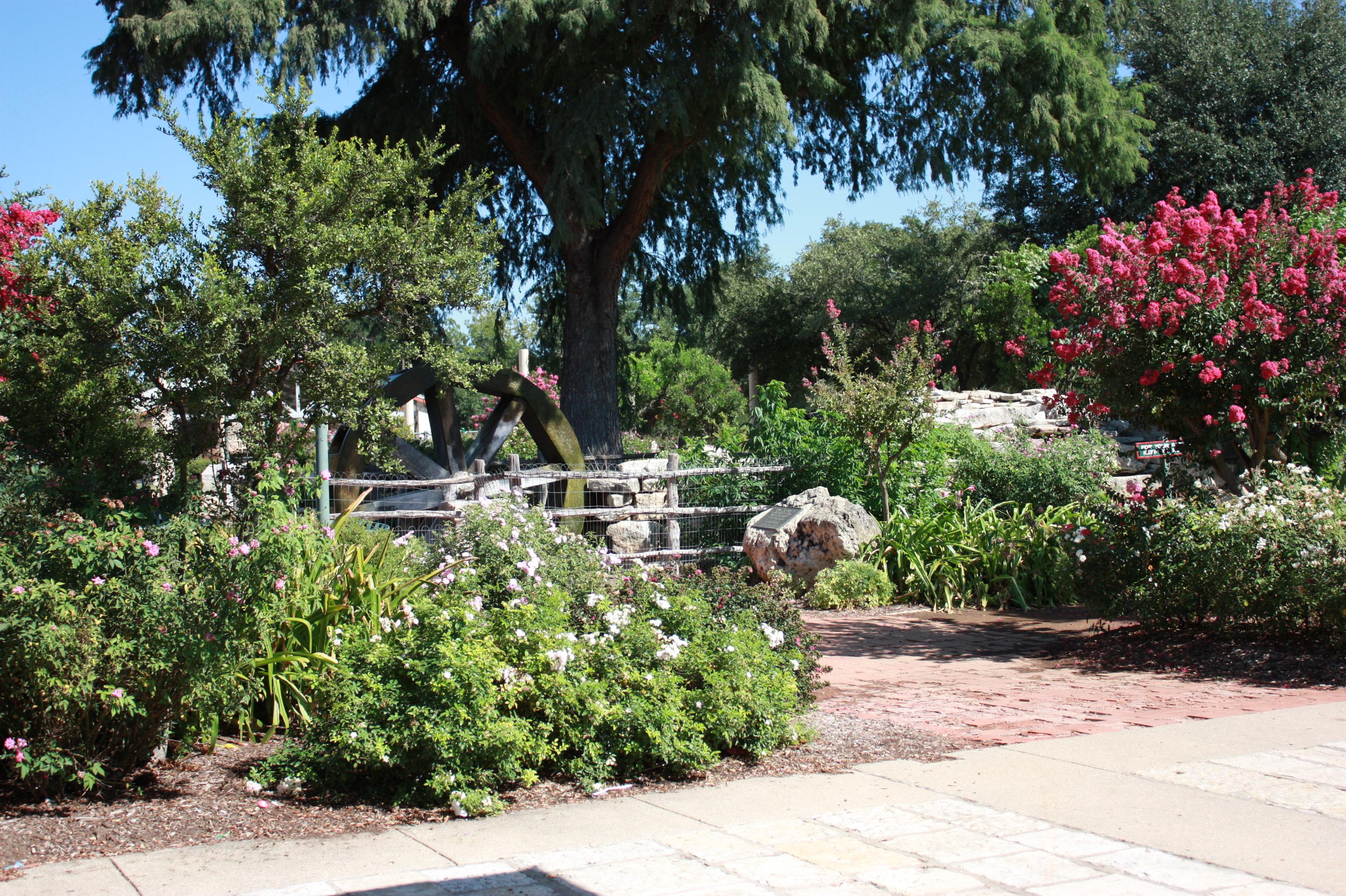Marktplatz Water Wheel Garden